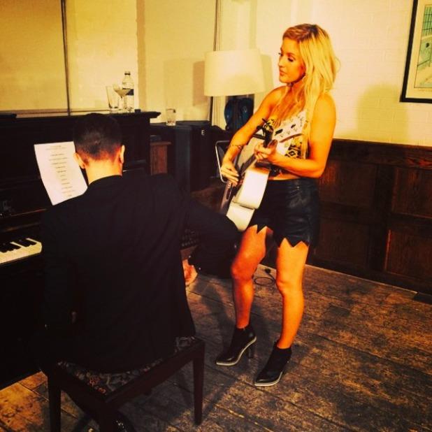 Ellie Goulding posts selfie in jagged leather shorts on Instagram, 12 September 2014