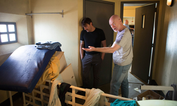 Corrie, Peter's cell trashed, Wed 17 Sep