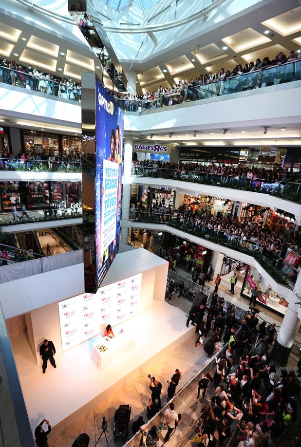 Kim Kardashian visits Westfield Parramatta shopping centre, Sydney, Australia - 13 Sep 2014