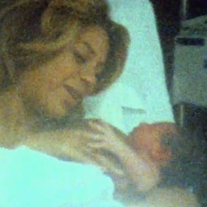 Beyoncé holds Blue Ivy in intimate footage as they wrap up their  'On The Run' tour - 21 September.