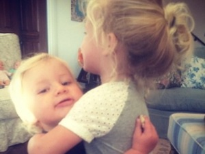 Jessica Simpson shares cute photo of children as she arrives at LAX