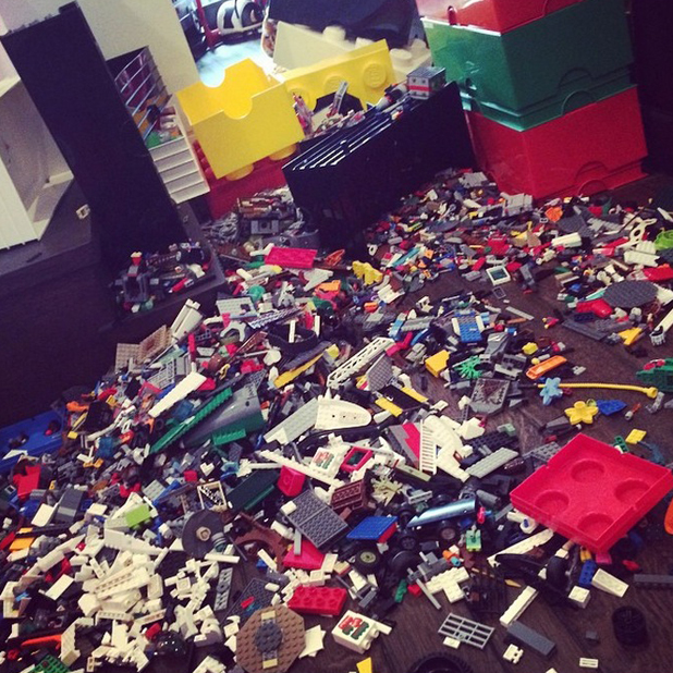 Pregnant Kourtney Kardashian shows the mess in her kids' playroom, 28 September 2014