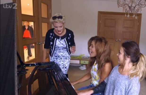 Lola Saunders spotted in X Factor house, Xtra Factor, ITV 5 October