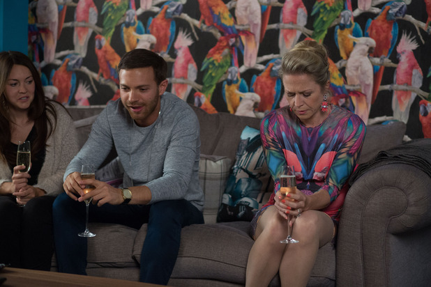 EastEnders, Linda uncomfortable with Dean, Tue 21 Oct