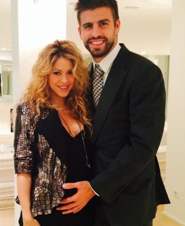 Pregnant Shakira poses with Gerard Piqué at party - 23 October.