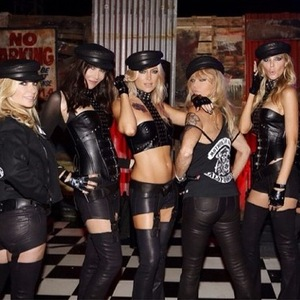 Kate Hudson channels 'Sons of Anarchy' for Halloween 30 October