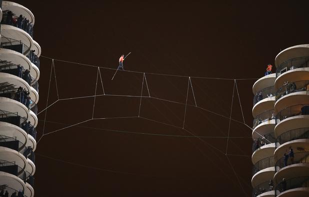 Nik Wallenda walking blindfolded across tightrope between two Chicago skyscrapers