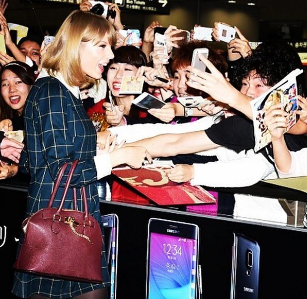 Taylor Swift arriving in Tokyo. 5 November.