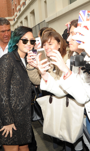 Demi Lovato in Paris with fans. 21/11/14