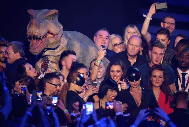 Nicki Minaj photobomb by dinosaur at MTV EMAs, Glasgow 9 November
