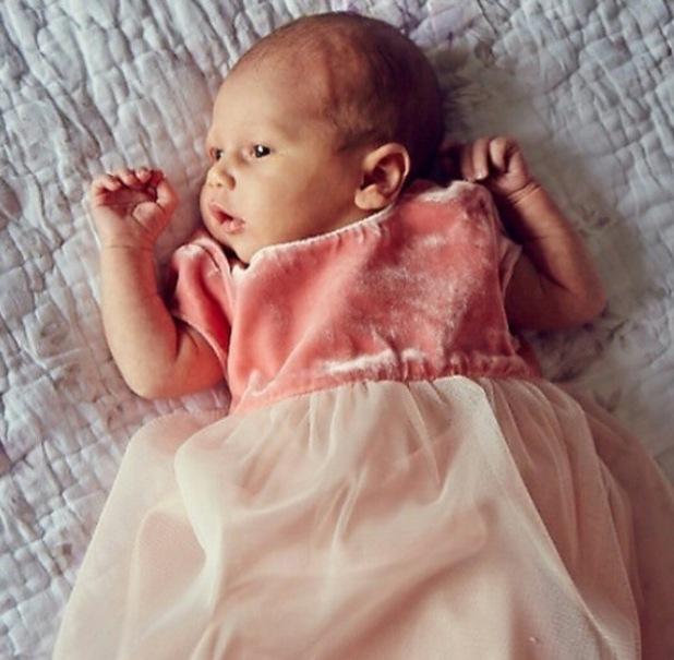 Rebecca Ferguson shares new picture of baby Arabella - 21 November 2014