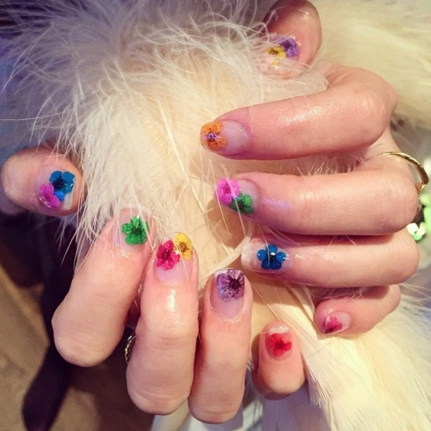 Eliza Doolittle shows off her colourful pressed flower manicure - 10 November 2014