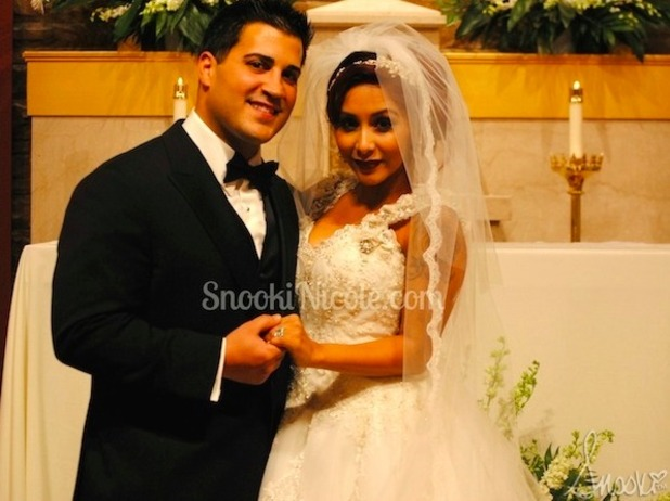 Snooki shares pictures from her wedding to Jionni LaValle, 29 November 2014