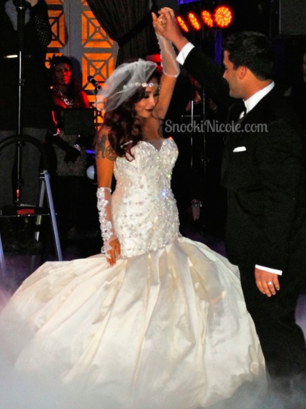 Snooki shares picture of her wedding dance with Jionni LaValle, 29 November 2014