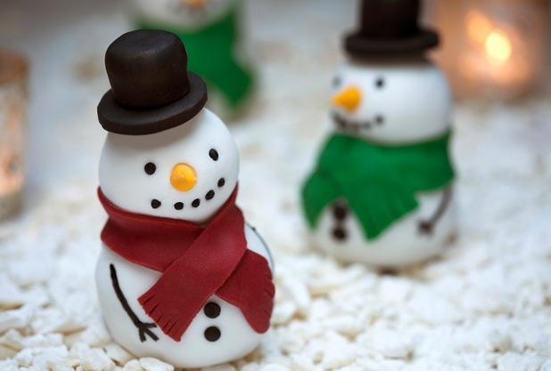 Snowmen fruitcakes