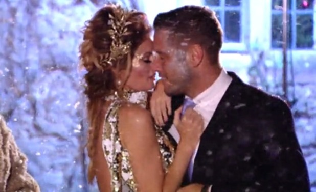 Chloe Sims and Elliott Wright back together again - 11 Dec 2014