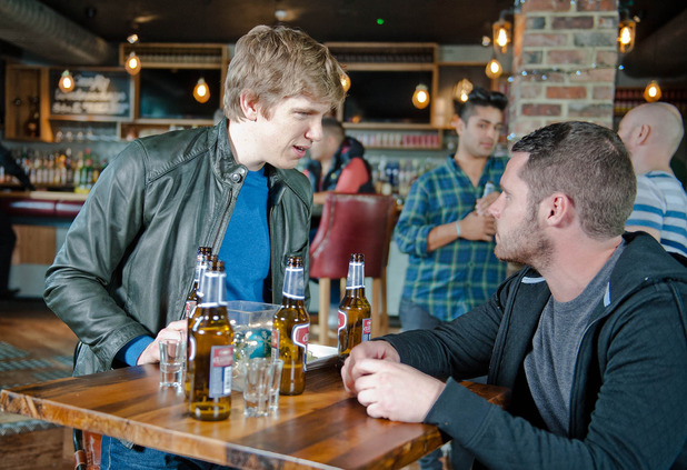 Emmerdale, Aaron takes Robert to a gay bar, Mon 15 Dec