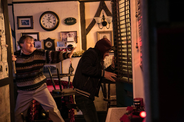 Corrie, Roy attacks Gary, Fri 26 Dec
