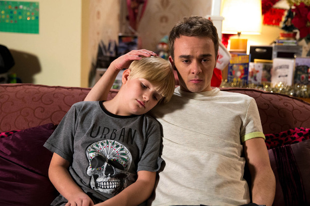 Corrie, David supports Max, Wed 31 Dec