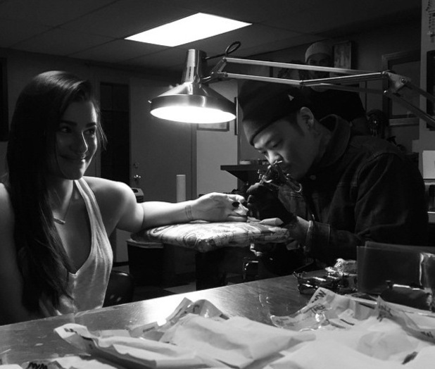 Lea Michele gets a new tattoo 14 December
