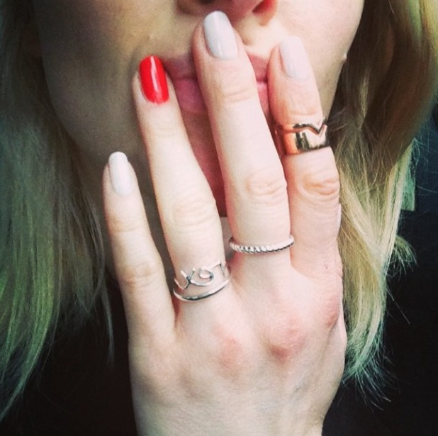 Fearne Cotton shows off pale grey mani with red painted ring finger, 15 December 2014