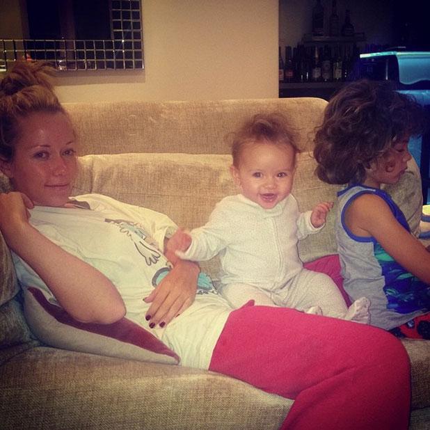 Kendra Wilkinson relaxes with children Hank Jr and Alijah in LA, 14 December 2014