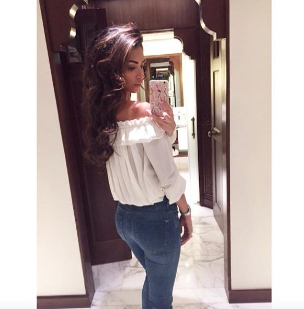 Georgia Salpa gets a blow-dry in Dubai from hairdresser, Maurice Flynn, 28 December 2014
