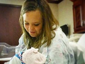 Catelynn Lowry cradles newborn daughter Nova Reign, 1 January 2015