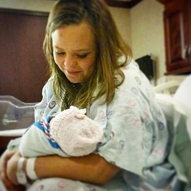 Catelynn Lowry cradles newborn daughter Nova Reign, 1 January 2015