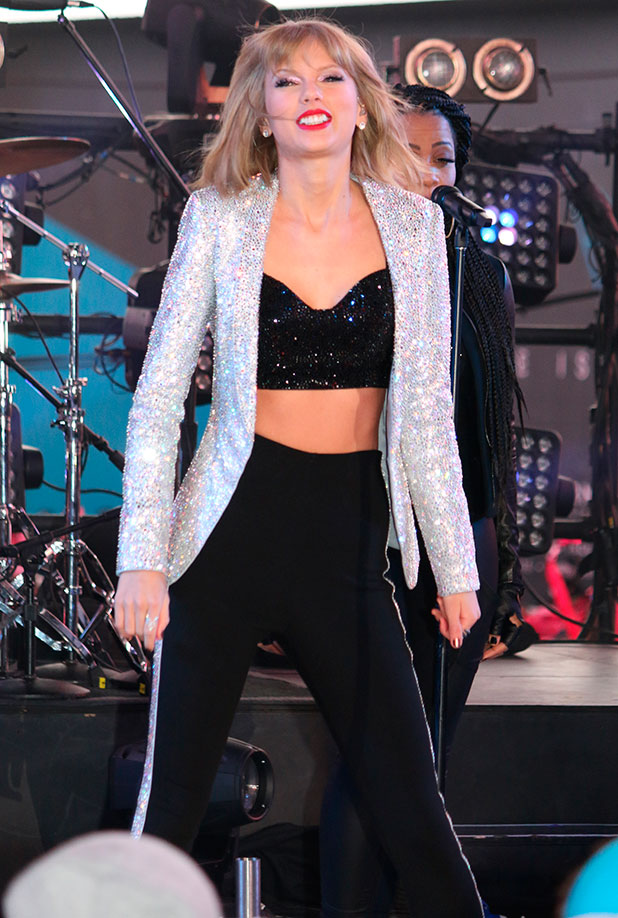 Taylor Swift on New Year's Eve 2015 in Times Square, 2014