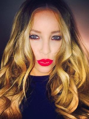 Lauren Pope red lips selfie wearing Nars Mysterious Red Velvet Matte Lip Pencil, 3 January 2015