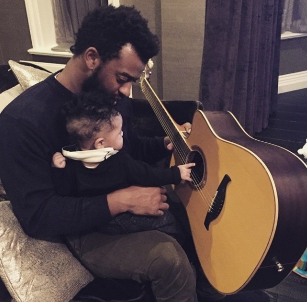 AJ Azari shares new picture of Omré and Oritse on the guitar - 8 January.