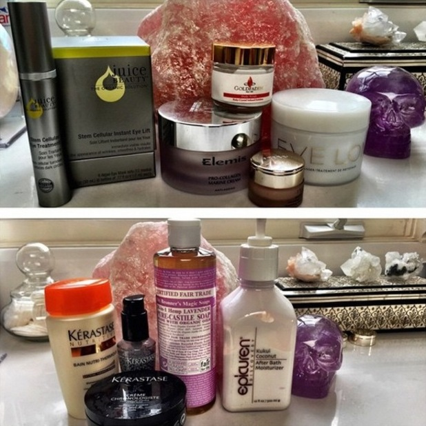 Kate Hudson takes an Instagram picture of her favourite hair and skin products while getting ready for the Golden Globes - 11 January 2015