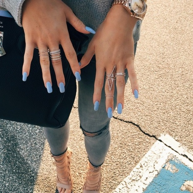 Kylie Jenner shows off her cornflower blue manicure in an Instagram picture - 9 January 2015