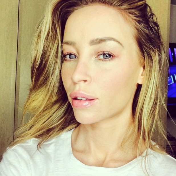 Lauren Pope natural make-up selfie with her new Burberry slap, 12 January 2015
