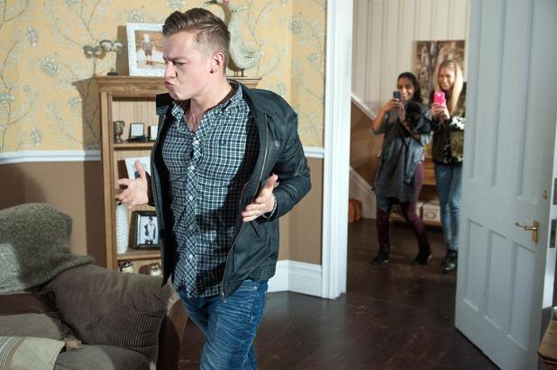 Hollyoaks, Robbie dances, Tue 3 Feb