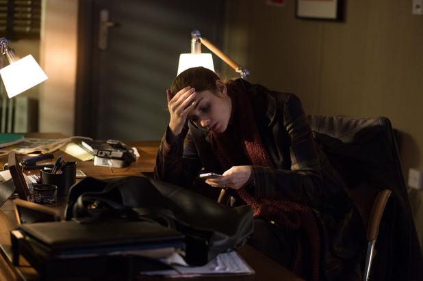 EastEnders, Lauren tries to get in Emma's phone, Mon 9 Feb