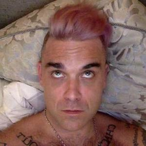 Robbie Williams accidentally dyes his hair pale pink - 18 February 2015