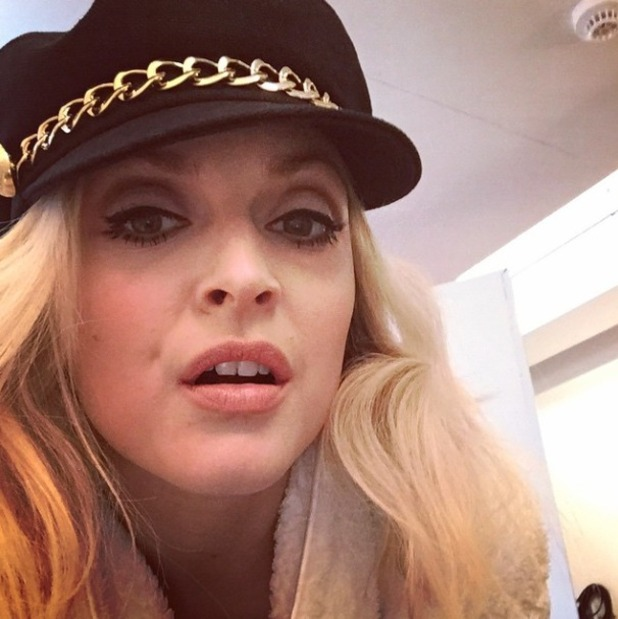 Fearne Cotton rocks 60s make-up thanks to Justine Jenkins, behind-the-scenes of very.co.uk shoot, 17 February 2015