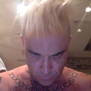 Robbie Williams dyes his hair blonde - 21 February 2015