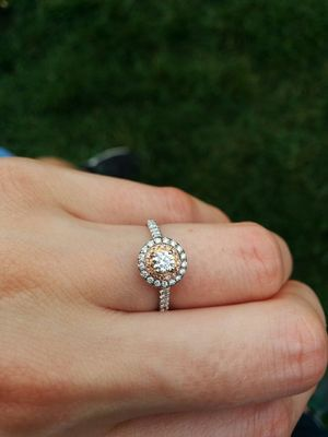 Reveal's celebrity editor Emma Hunt shows off her engagement ring for Reveal's wedding blog