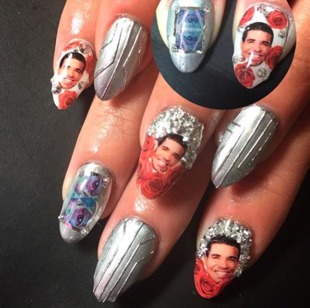 Lily Allen shows off her 'Drake' nails, by Britney Tokyo, 21 February 2015