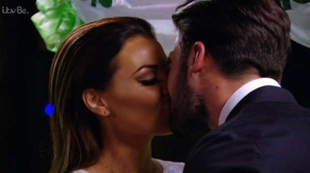 Jessica Wright and Dan Edgar kiss, TOWIE Episode 8, ITVBe 18 March
