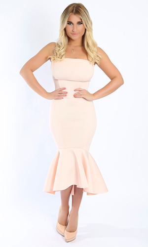 Billie Faiers models latest products at Minnies Boutique.