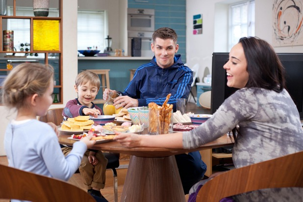 Hollyoaks, Sinead and Ste family meal, Tue 7 Apr