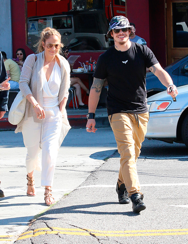 Jennifer Lopez and Casper Smart have lunch at the Griddle restaurant in Hollywood, 29 March 2015