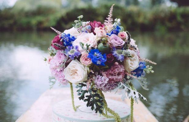 Floral arrangement for wedding