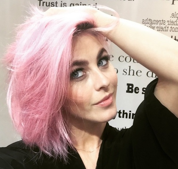 Julianne Hough dyes her hair pink, 7 April 2015