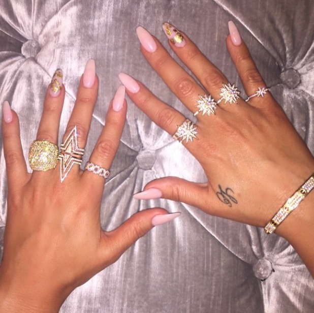 Khloe Kardashian shows off fabulous pink and gold leaf manicure, 7 April 2015