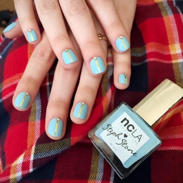 Alana Haim and her sisters get their nails Coachella-ready, by Stephanie Stone, 8 April 2015